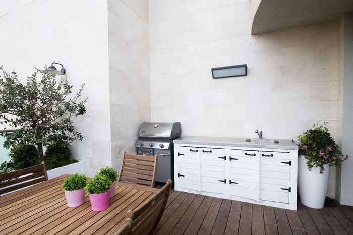 גינה מעוצבת במרפסת