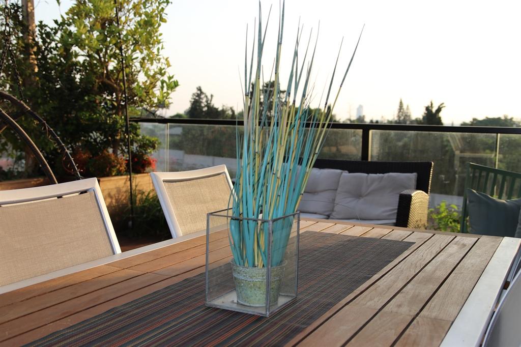 עיצוב המרפסת של עופרה ומשה קלר