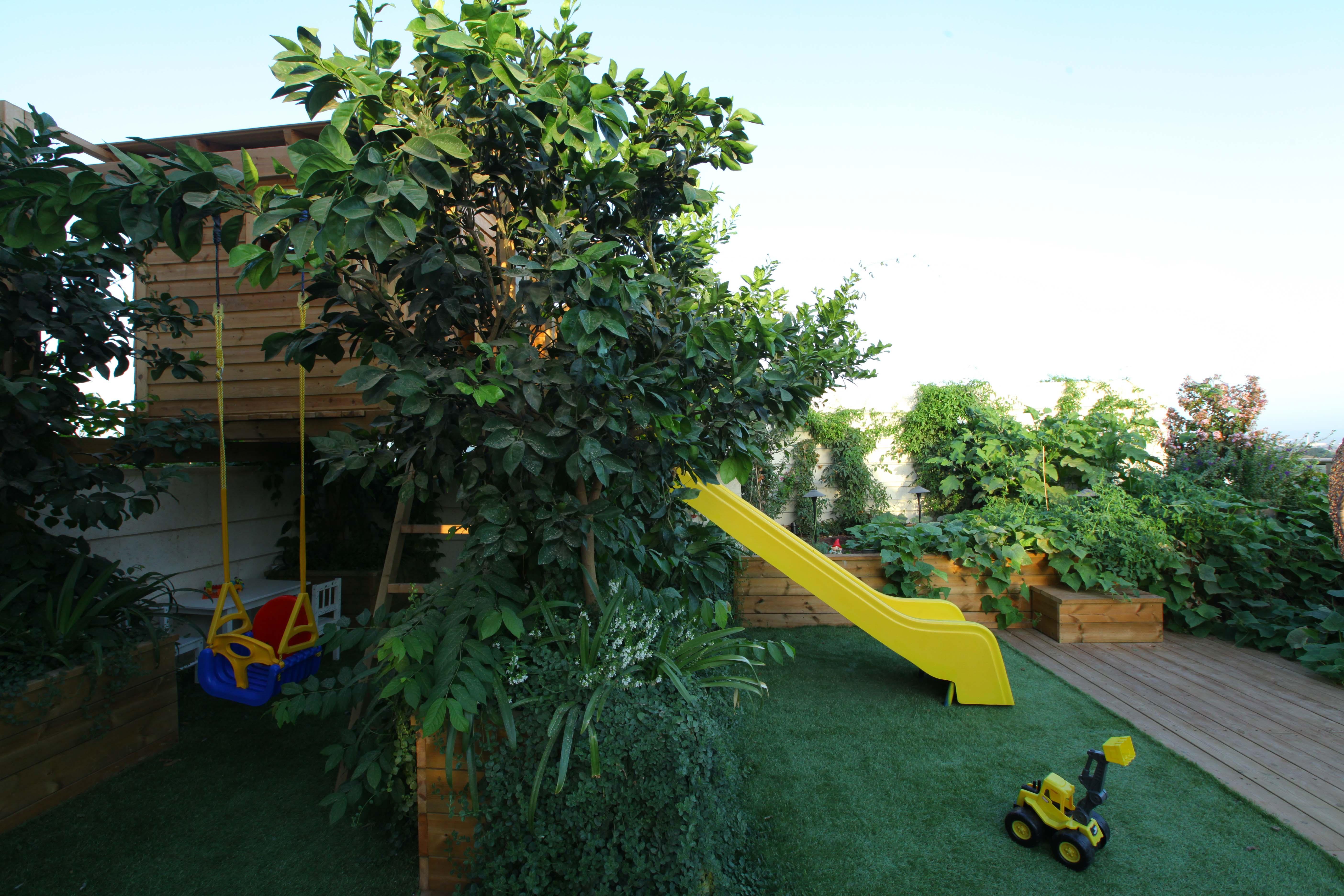 מגרש משחקים על גג ברמת גן…