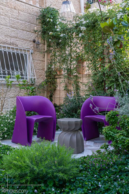 INDOOR OUTDOOR – עיצוב פנים וחוץ – עיצוב גינה ירושלמית.