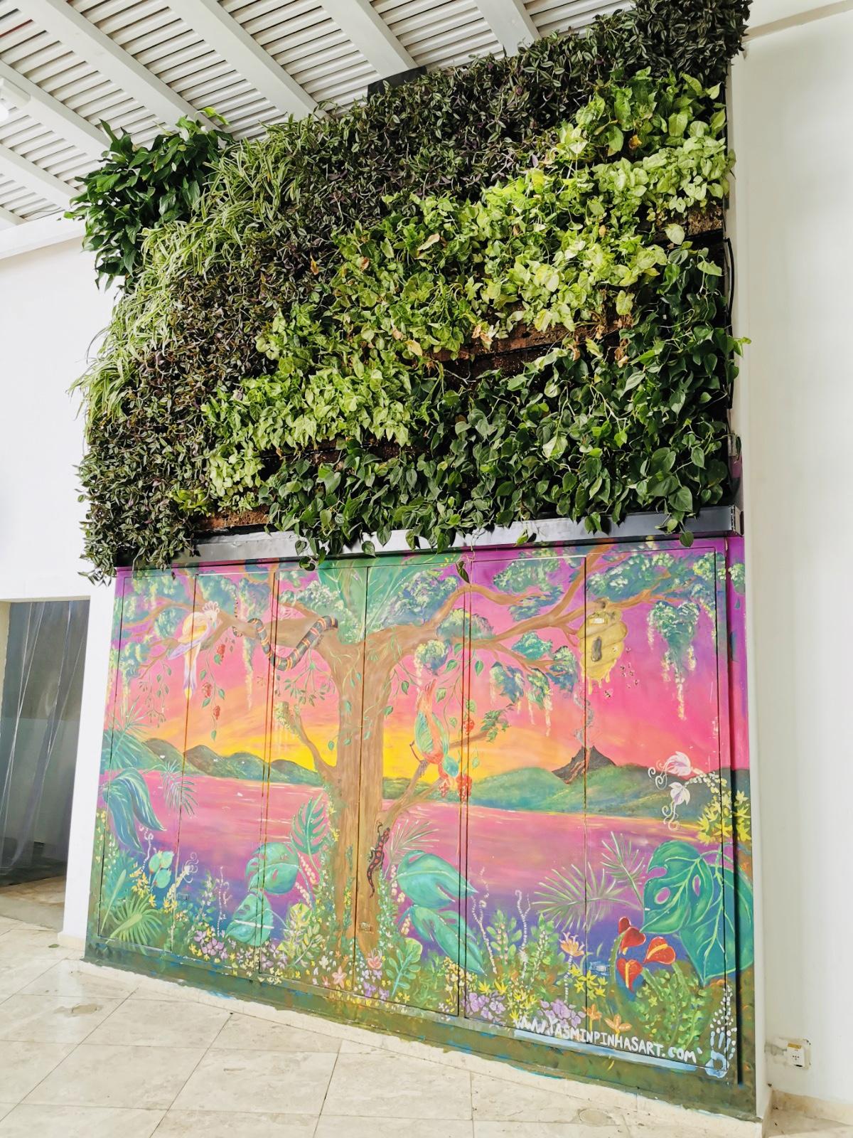 קיר ירוק – קניון מול החוף – חדרה…